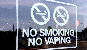 No_Vaping_Sign_(18562436519)
