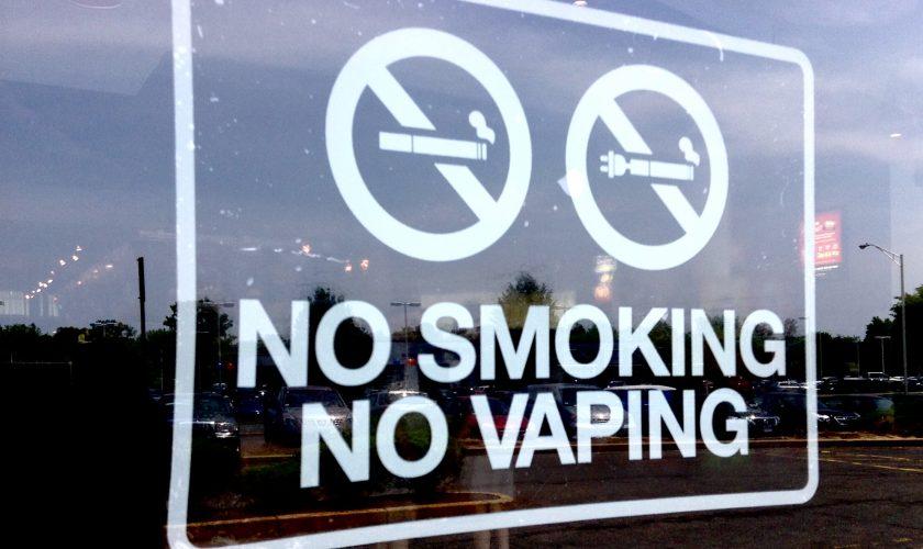 No_Vaping_Sign_(18562436519)
