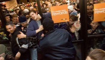 Black-Friday-crowded-shops
