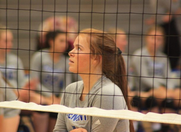 Volleyball team wins in three sets, taking four consecutive region wins